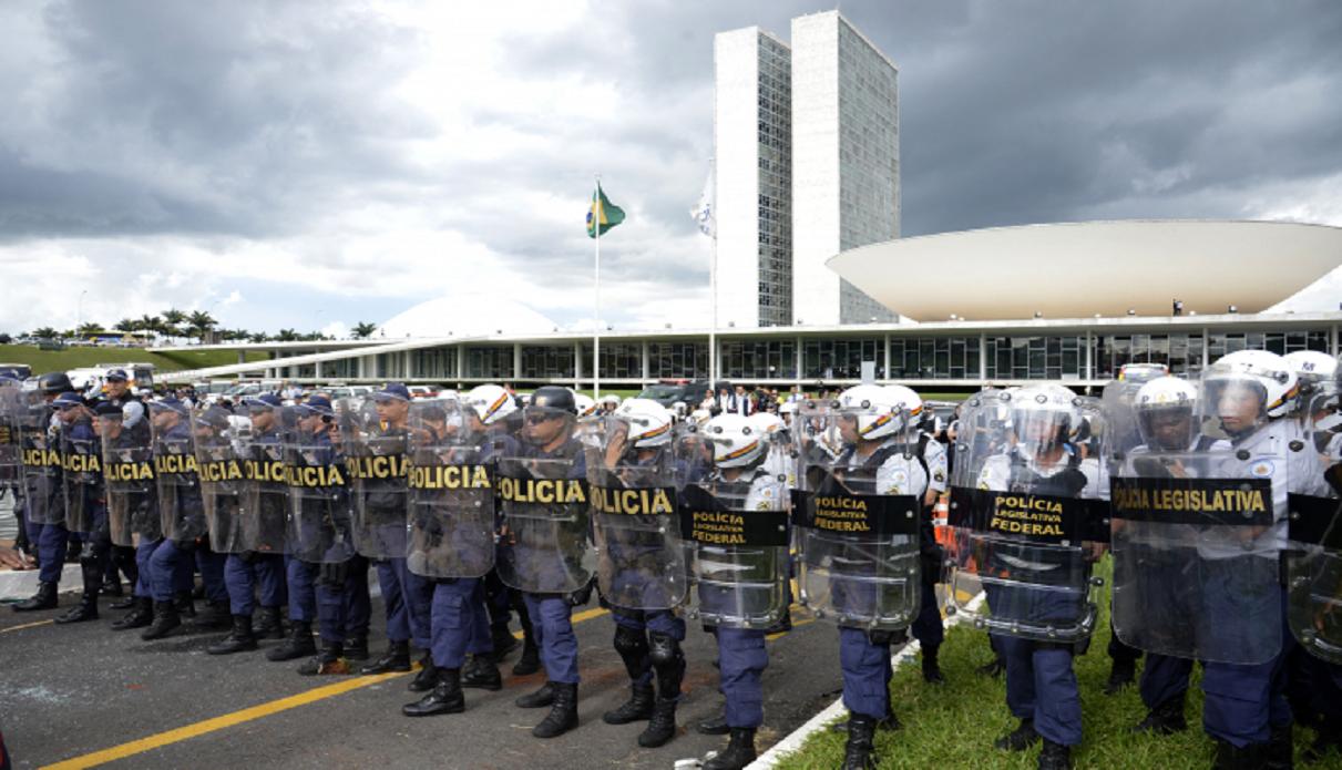 Decreto de segurança de Bolsonaro vai espionar opositores e movimentos sociais